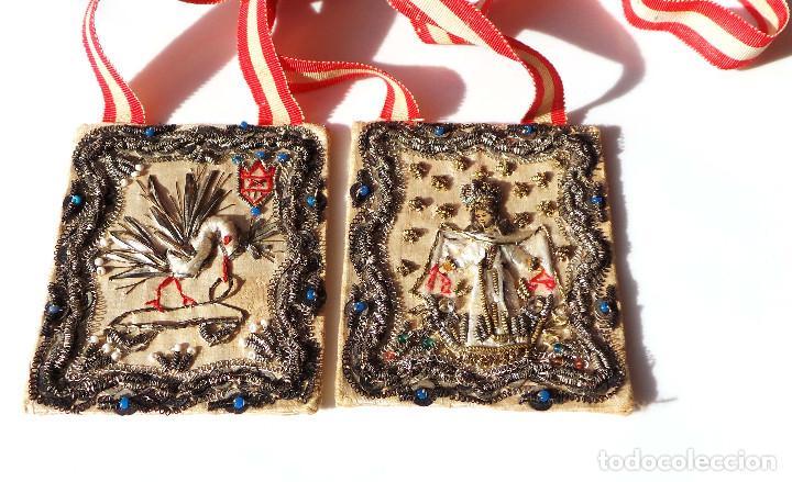 Antigüedades: Escapulario finales siglo XVIII ppios XIX bordado a mano con hilo de oro. perfecto estado - Foto 4 - 139951166