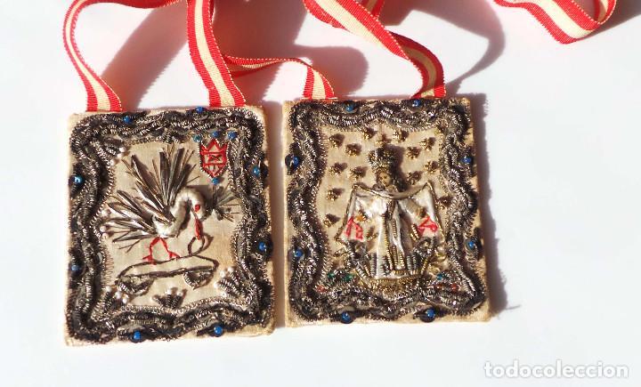 Antigüedades: Escapulario finales siglo XVIII ppios XIX bordado a mano con hilo de oro. perfecto estado - Foto 7 - 139951166