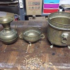 Antigüedades: MACETEROS Y JARRÓN DE BRONCE. Lote 139960440