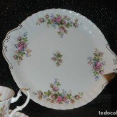 Antigüedades: ROYAL ALBERT MOSS ROSE BANDEJA DE DULCES. Lote 139974130