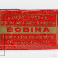 Antigüedades: ANTIGUO SOBRE DE AGUJAS MÁQUINA COSER - AL DRAGON, Nº 2 1/2, BOBINA TALÓN PLANO, CALIDAD 691 - #OLG. Lote 139988766