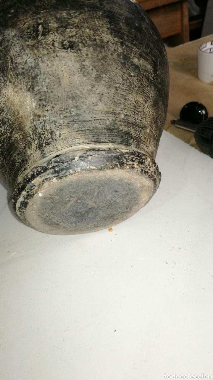 Antigüedades: Botijo de barro negro antiguo muy raro J M - Foto 6 - 140005342