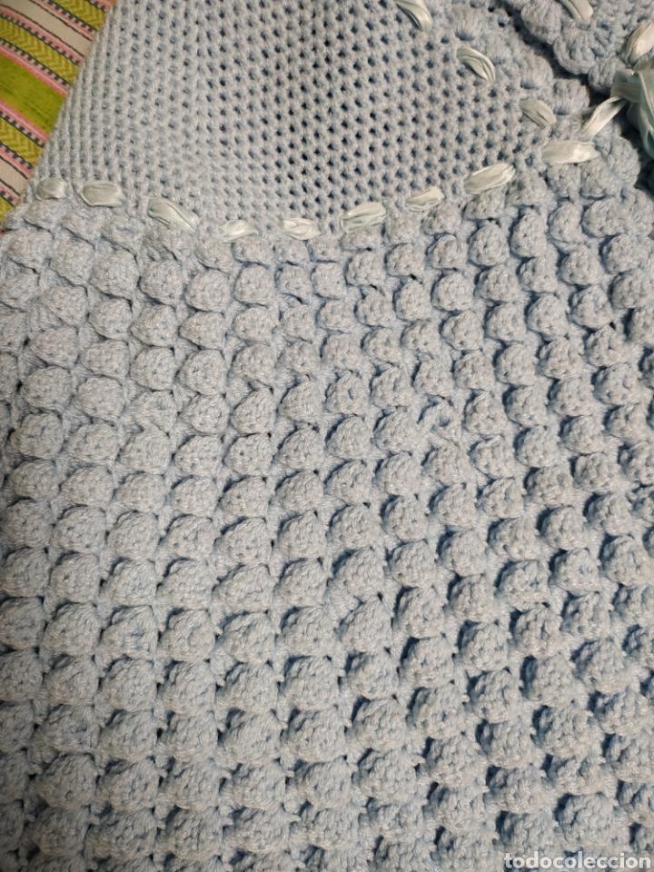 Antigüedades: Antigua toquilla de lana azul hecha a mano de ganchillo - Foto 3 - 140012978
