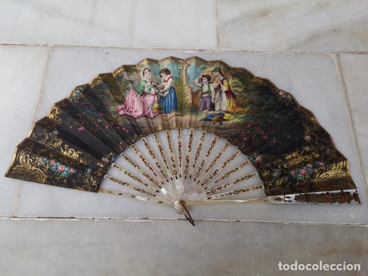 ANTIGUO ABANICO SIGLO XIX VARILLAJE DE NÁCAR PINTADO A MANO (Antigüedades - Moda - Abanicos Antiguos)