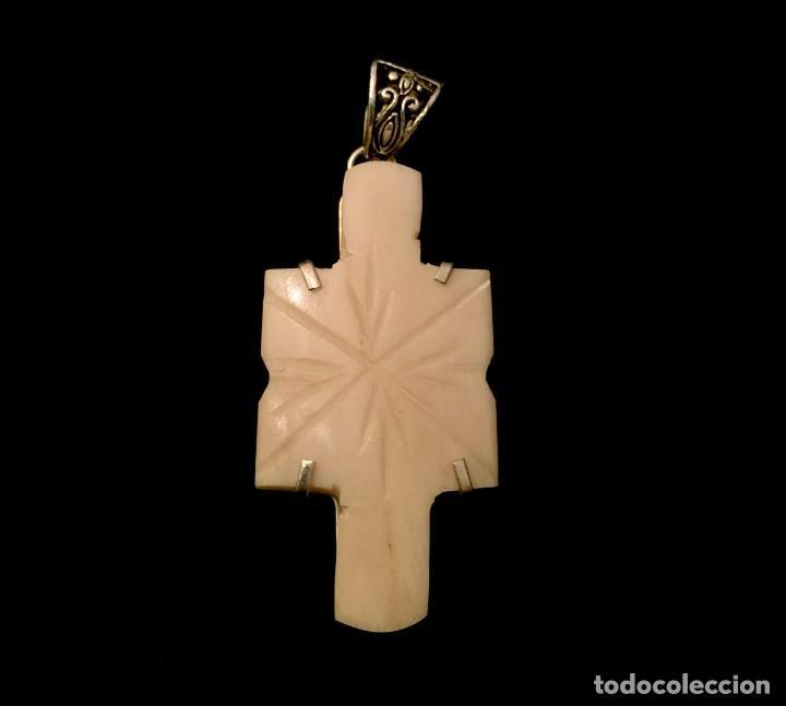 CRUZ ARTESANAL TALLADA EN HUESO - 15 GRAMOS. (Antigüedades - Religiosas - Cruces Antiguas)