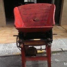 Antigüedades: ESTRUJADORA DE UVAS VINO CRIANZA. Lote 140040454