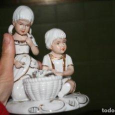 Antigüedades: ANTIGUA FIGURA NIÑOS CERAMICA PORCELANA . Lote 140041034
