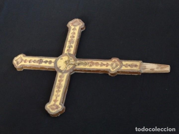 Antigüedades: Cruz procesional del siglo XVIII realizada en metal y madera. Medidas de 56 x 48 cm. - Foto 3 - 140044934