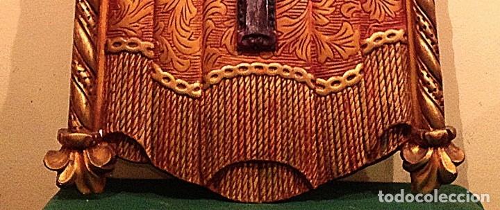 Antigüedades: Retablo Con Crucifijo Policromado Estuco Mediados Del Siglo XX Medidas 90X50CM - Foto 7 - 122063563