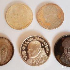 Antigüedades: LOTE DE 5 MEDALLAS DEL PAPA JUAN PABLO II, AÑOS 70-80. Lote 140078726