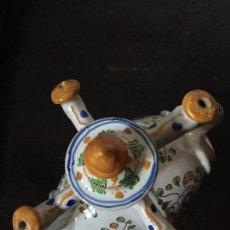 Antigüedades: ANTIGUO BOTIJO DE ENGAÑO CERAMICA TALAVERA ESCUDO TALLER NIVEIRO. Lote 140080878