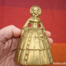 Antigüedades: CAMPANA GRANDE DAMA INGLESA EN BRONCE MACIZO MUY DECORADA MIDE 11,5 CMS. DE. Lote 140116254