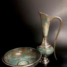 Antigüedades: BELLO AGUAMANIL O LAVAMANOS ESCLESIÁSTICO EN PLATA DE LEY Y ESMALTE SOBRE COBRE - AÑOS 70. Lote 140143746