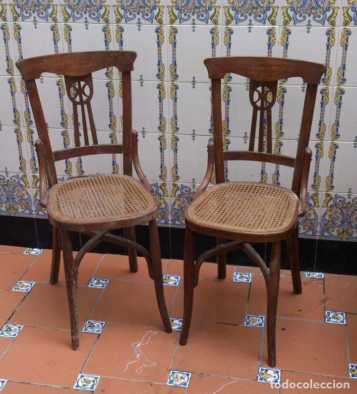 2 SILLAS ESTILO THONET DE MADERA CON REJILLA - PEQUEÑA RESTAURACION - MADERA SANA (Antigüedades - Muebles Antiguos - Sillas Antiguas)