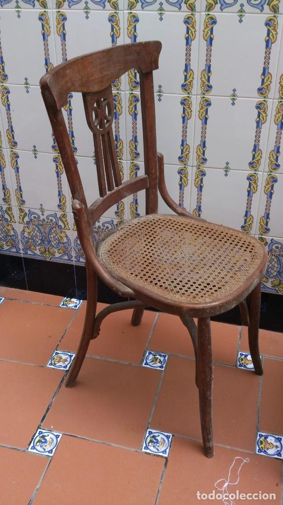 Antigüedades: 2 sillas estilo thonet de madera con rejilla - pequeña restauracion - madera sana - Foto 2 - 140149490