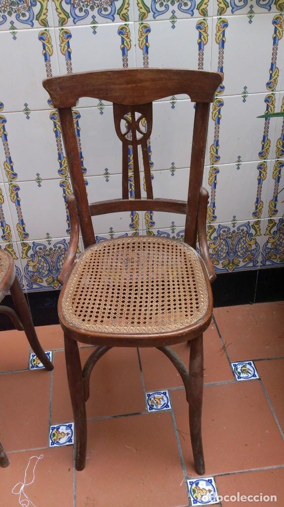 Antigüedades: 2 sillas estilo thonet de madera con rejilla - pequeña restauracion - madera sana - Foto 3 - 140149490