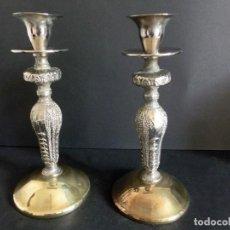 Antigüedades: PAREJA DE CANDELABROS DE LATÓN. Lote 140158638