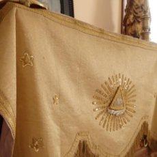 Antigüedades: FRENTE O BAMBALINA EN TISÚ DE ORO CON EL SÍMBOLO DEL CRISMÓN BORDADO EN ORO. 130 CM. HACIA 1900.. Lote 140182642