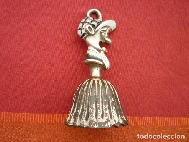 Antigüedades: CAMPANA ESCOCESA MUY ANTIGUA CON FORMA DE HOMBRE CON FALDAS DE COLECCIÓN - Foto 2 - 140203342
