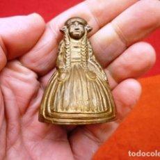 Antigüedades: CAMPANA INGLESA FORMA DE MUJER CON BADAJO DE BRONCE ORIGINAL, BONITO SONIDO. Lote 140214398