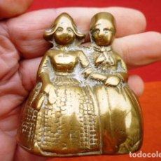 Oggetti Antichi: CAMPANA HOLANDESA DOBLE CON DOS BADAJOS DE BRONCE ORIGINALES, DE COLECCIÓN. Lote 140215642