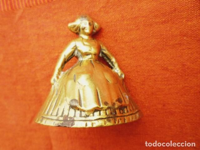 Antigüedades: CAMPANA INGLESA FORMA DE MUJER CON BADAJO DE BRONCE ORIGINAL, SONIDO MUY FINO - Foto 2 - 140230446