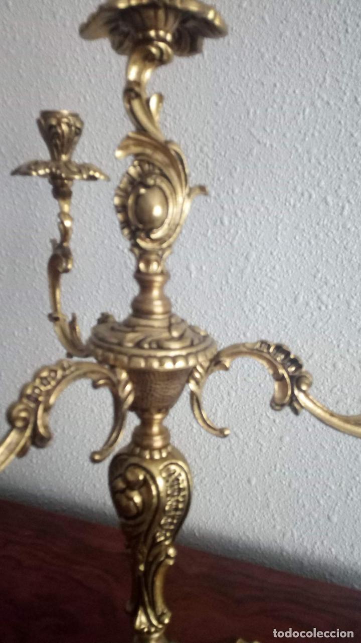 Antigüedades: PAREJA DE CANDELABROS DE BRONCE - Foto 2 - 140237758