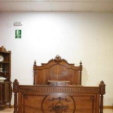 Antiques: ANTIGUA CAMA ISABELINA COMPLETA, MADERA DE NOGAL TALLADA. Lote 140245774
