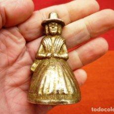 Antigüedades: CAMPANA INGLESA FORMA DE MUJER CON BADAJO DE BRONCE ORIGINAL, 7 CMS.. Lote 140255014