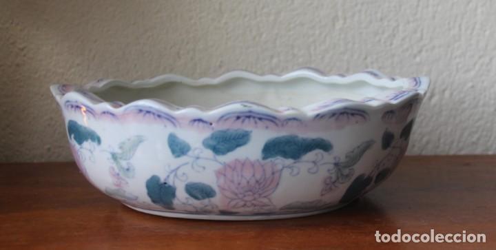 CENTRO DE MESA CUENCO DE PORCELANA CHINA PINTADA A MANO MEDIDAS 25 X 18 CM – ALTO 7 CM PESO 1048 G (Antigüedades - Porcelanas y Cerámicas - China)