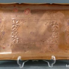Antigüedades: BANDEJA MODERNISTA EN COBRE LABRADO WMF HACIA 1920. Lote 140291586
