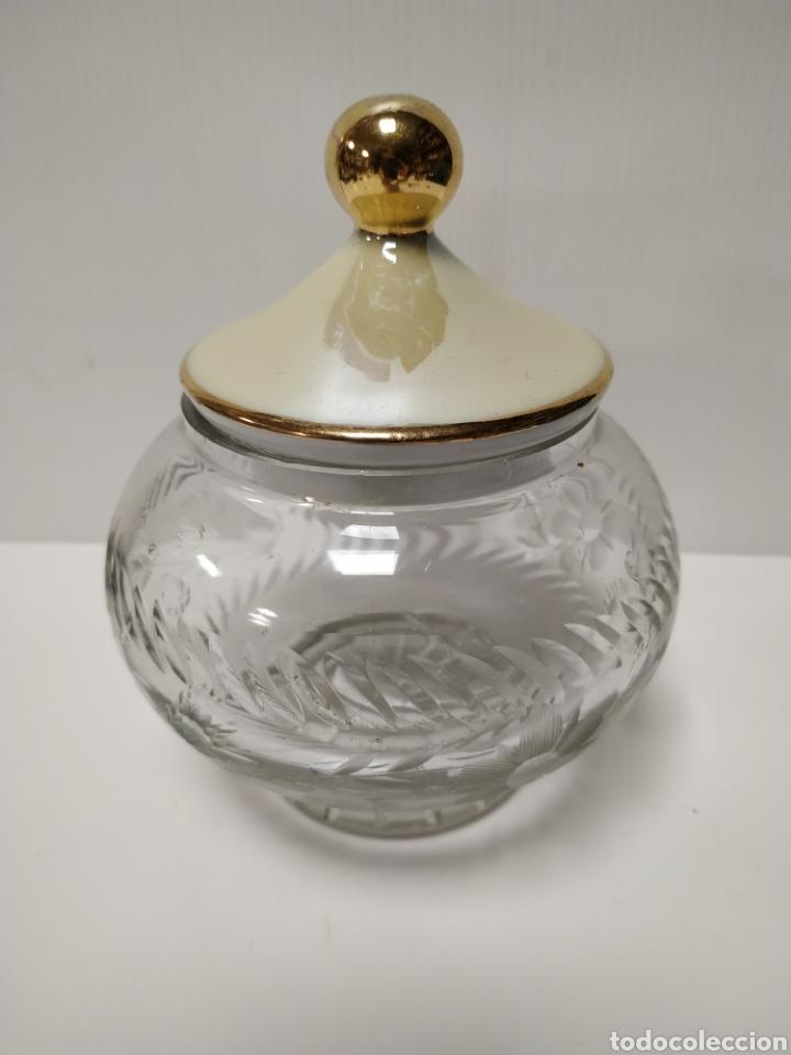 BONITA BOMBONERA DE CRISTAL TALLADO (Antigüedades - Cristal y Vidrio - Otros)
