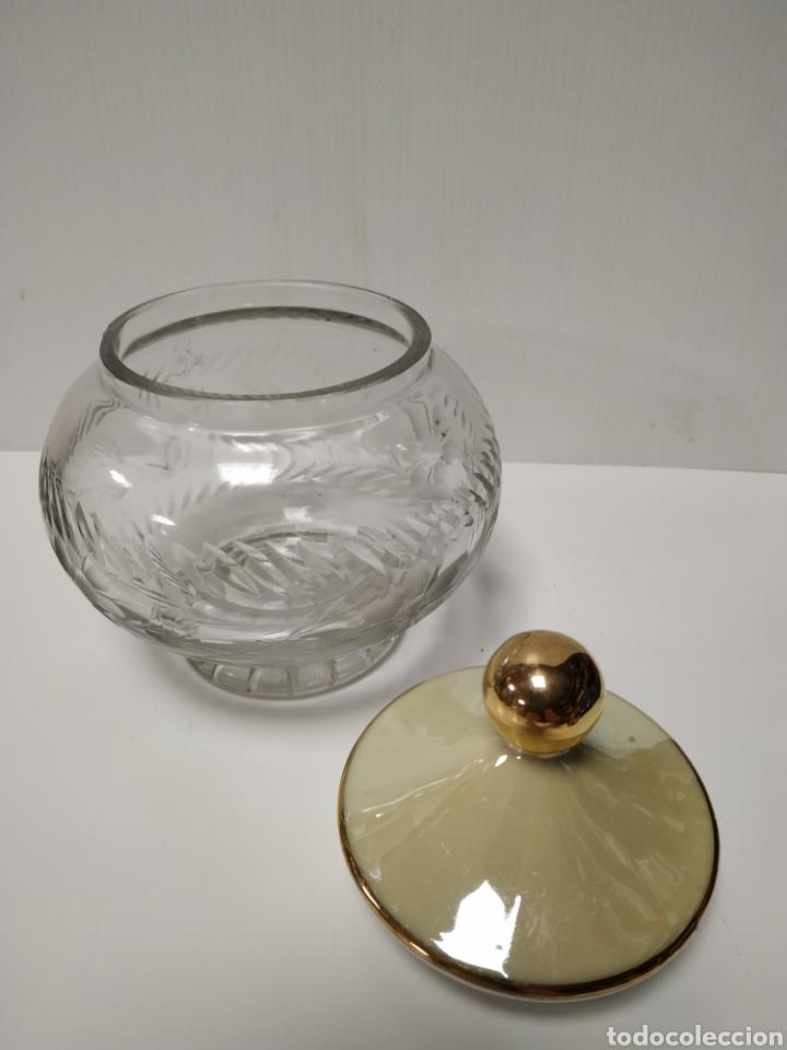 Antigüedades: Bonita bombonera de cristal tallado - Foto 2 - 140299213