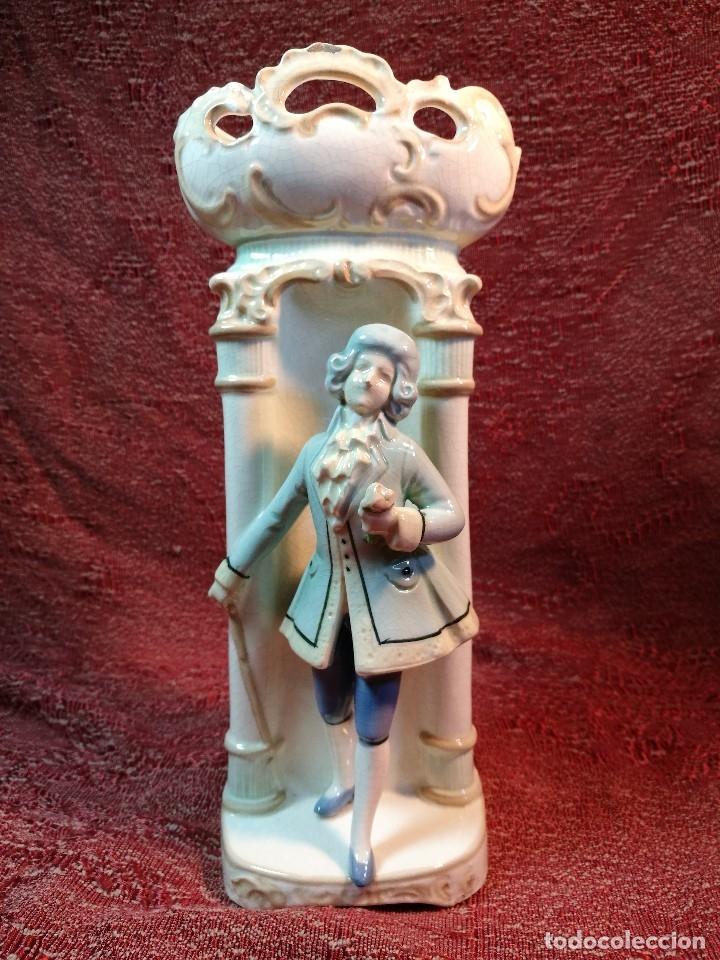 Antigüedades: JARRON ANTIGUO ROMANTICO FIGURA DE CABALLERO SIGLO XVII ESMALTADA - Foto 2 - 140323374