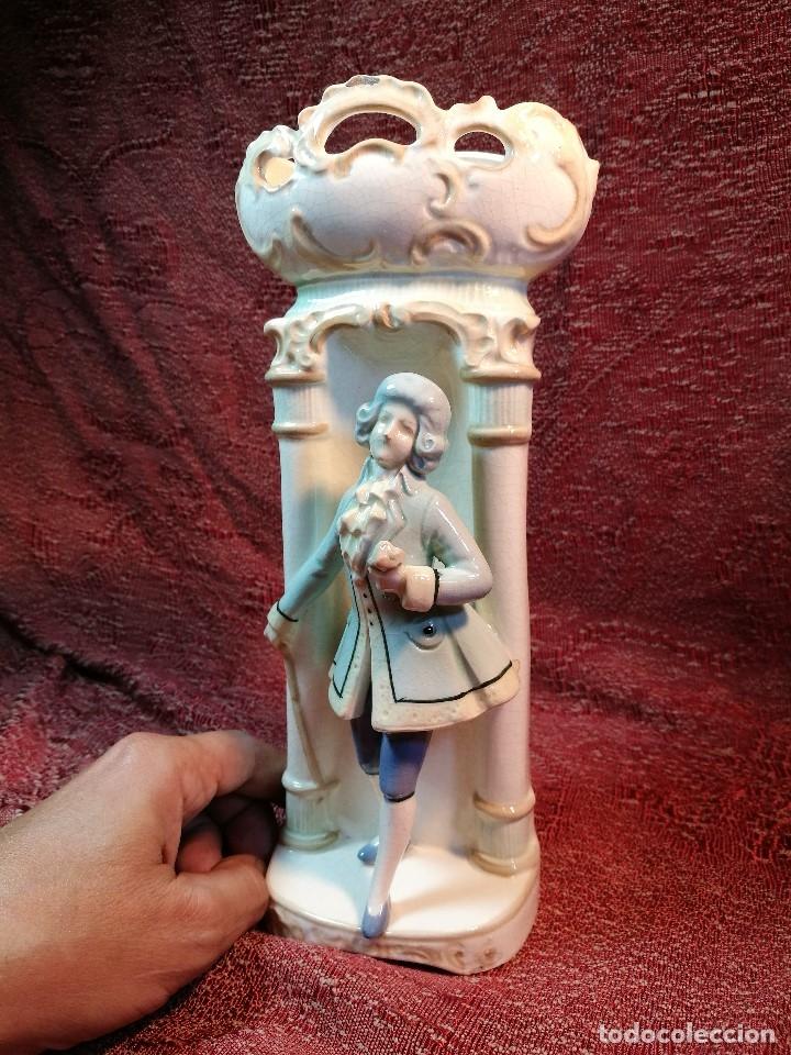 Antigüedades: JARRON ANTIGUO ROMANTICO FIGURA DE CABALLERO SIGLO XVII ESMALTADA - Foto 4 - 140323374