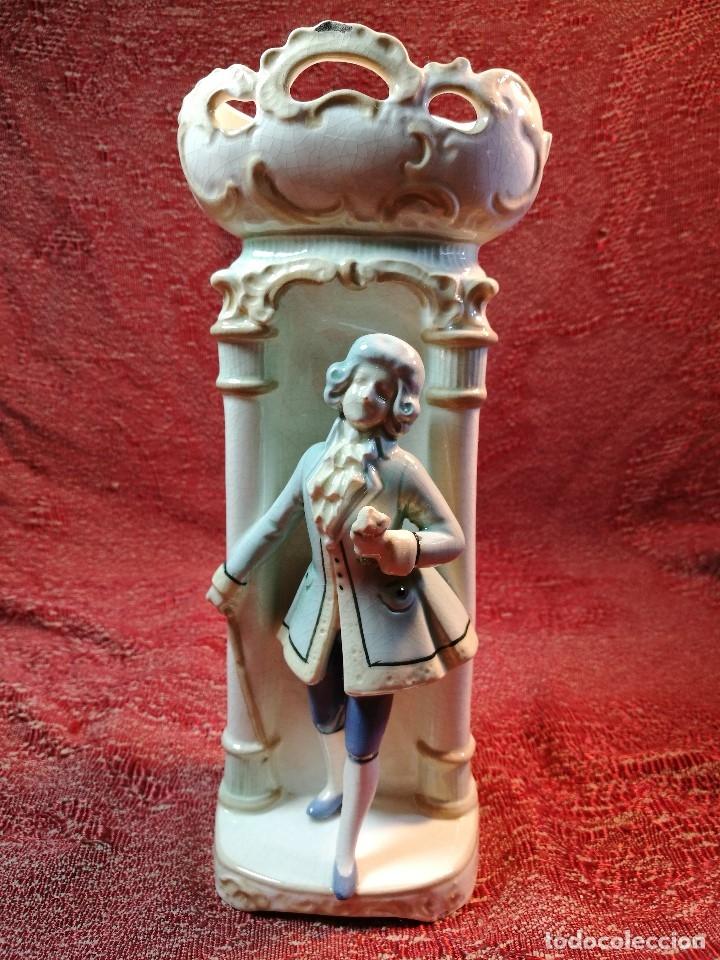 Antigüedades: JARRON ANTIGUO ROMANTICO FIGURA DE CABALLERO SIGLO XVII ESMALTADA - Foto 14 - 140323374