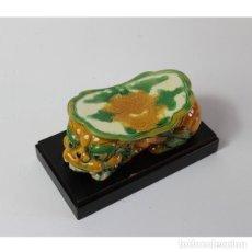 Antigüedades: PERRO FOO DRAGÓN JAPONES PORCELANA. Lote 140324394