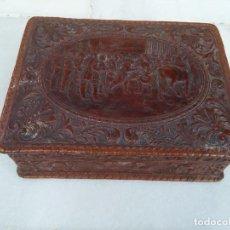 Antigüedades: ANTIGUA CAJA DE CIGARROS Y PUROS EN CUERO REPUJADO. Lote 140325382