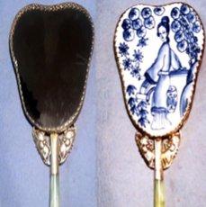 Antigüedades: ESPEJO DE PORCELANA CHINA, PLATA TIBETANA Y MANGO DE JADE - 225 GRAMOS.. Lote 140339694