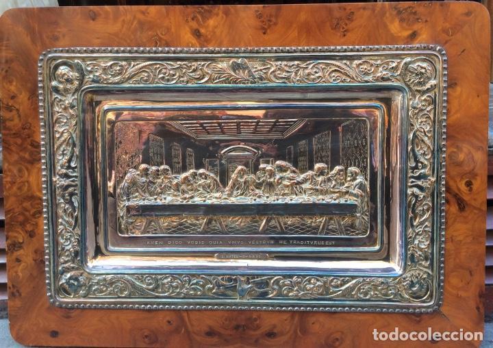 PRECIOSA PLACA DE LA ÚLTIMA CENA LABRADA EN COBRE CON BAÑO DE PLATA (Antigüedades - Religiosas - Orfebrería Antigua)