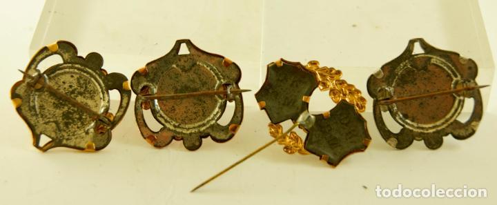 Antigüedades: PRECIOSAS 4 INSIGNIAS RELIGIOSAS VIRGENES DE EPOCA SANTIAGO - Foto 5 - 140376754