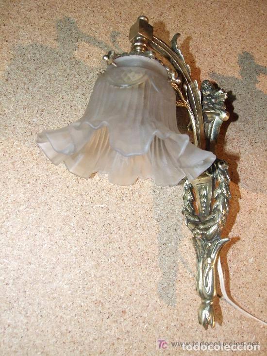 Antigüedades: LAMPARA, APLIQUE BRONCE CON TULIPA - Foto 3 - 140398714