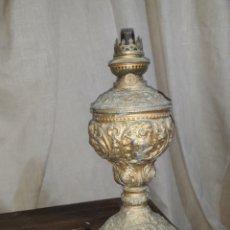 Antigüedades: ANTIGUO QUINQUE KOSMOS BRENNER,LAMPARA PETROLIO, CON DETALLES REPUJADOS EN CINC O SIMILAR. Lote 140416334
