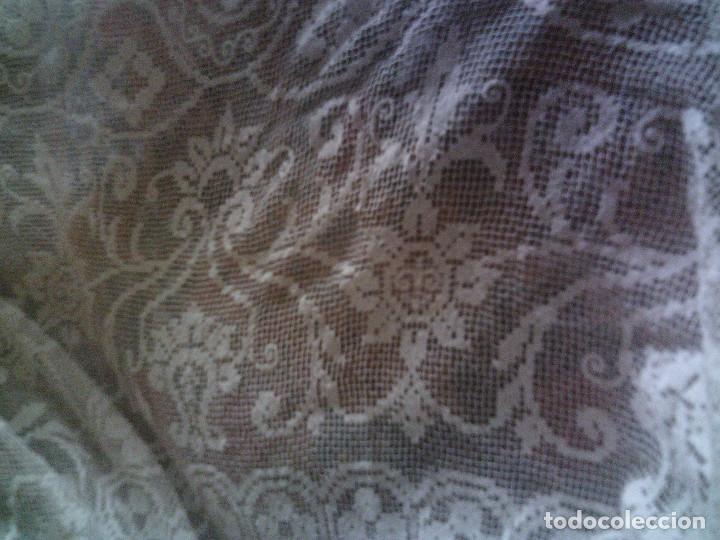 Antigüedades: ~~~~ ESPECTACULAR COLCHA DE NOVIA DE ENCAJE DE RED, MITAD S.XX, MIDE 2,60 X 2,20 CM, PERFECTA ~~~~ - Foto 12 - 140419682