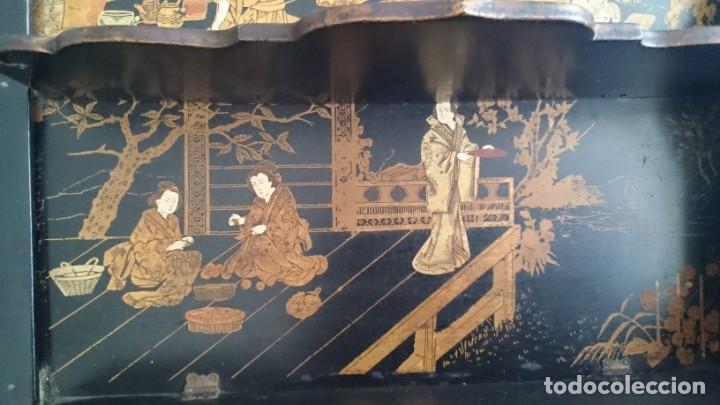 Antigüedades: ANTIGUA ESTANTERÍA EN MADERA LACADA PINTADA A MANO Y ESGRAFIADO CON FIGURAS CHINA JAPÓN - PLEGABLE - Foto 9 - 140439454