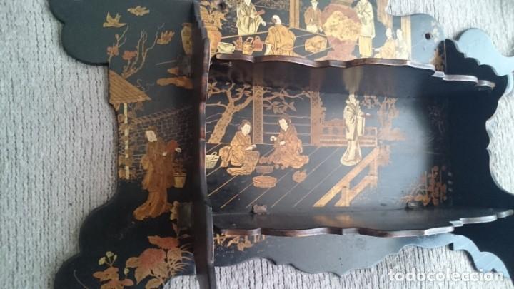 Antigüedades: ANTIGUA ESTANTERÍA EN MADERA LACADA PINTADA A MANO Y ESGRAFIADO CON FIGURAS CHINA JAPÓN - PLEGABLE - Foto 10 - 140439454