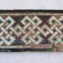 Antigüedades: AZULEJO ANTIGUO DE TOLEDO / SEVILLA - ARISTA - LACERIA ARABE / MUDEJAR - SIGLO XV.. Lote 140444238