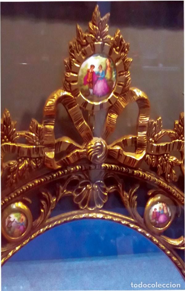 Antigüedades: PRECIOSO ESPEJO OVALADO DE BRONCE CALADO CON 10 PORCELANAS POLICROMADAS ALREDEDOR.101 X 62 cm. LUJO - Foto 2 - 140444246