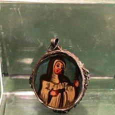 Antigüedades: DEVOCIONARIO O MEDALLA PLATA CON 2 CRISTALES PINTADOS. Lote 140464590
