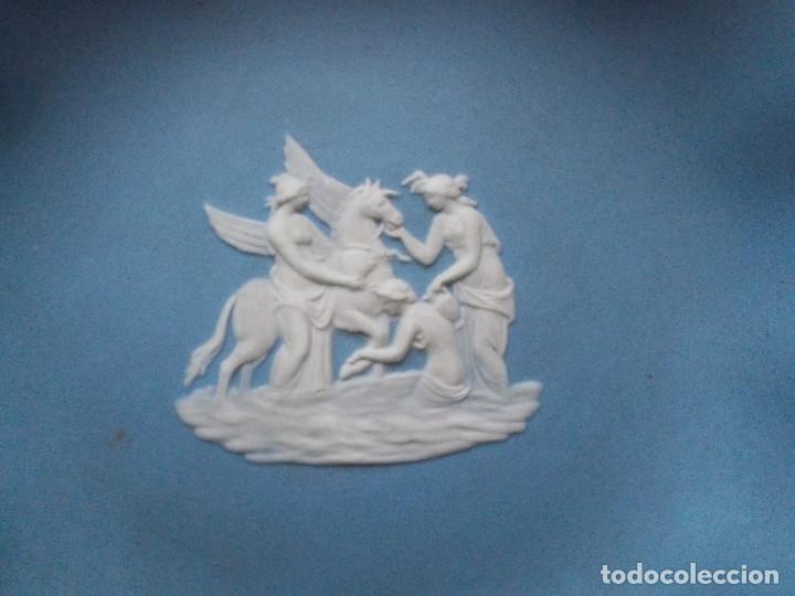 Antigüedades: PEQUEÑA BANDEJA DECORATIVA EN PORCELANA INGLESA WEDGWOOD. SELLADA EN LA BASE. - Foto 3 - 140475382